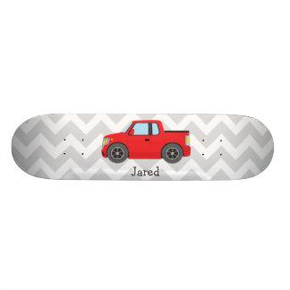 Caminhão vermelho em listras cinzentas e brancas shape de skate 19,7cm