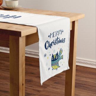 Caminho De Mesa Médio Coruja bonito do Natal da tipografia do Feliz