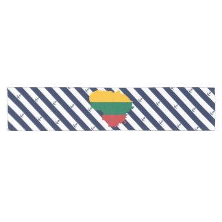 Caminho De Mesa Pequeno Bandeira/mapa de Lithuania em fundo listrado