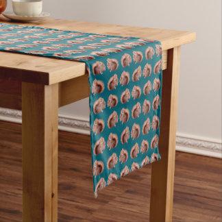Caminho De Mesa Pequeno Corredor da mesa da agitação do esquilo vermelho