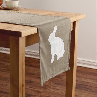 Caminho De Mesa Pequeno Corredor da mesa do coelho de serapilheira