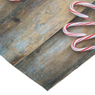 Caminho De Mesa Pequeno Madeira rústica com os bastões de doces do Natal