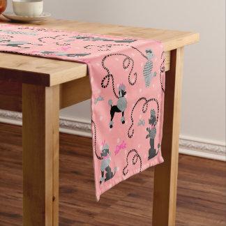 Caminho De Mesa Pequeno Teste padrão cor-de-rosa da saia da caniche e