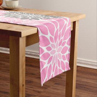 Caminho De Mesa Pequeno Teste padrão floral dos crisântemos cor-de-rosa e