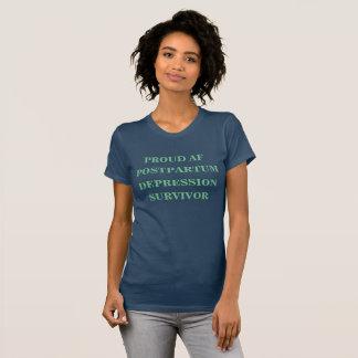 Camisa após o parto orgulhosa do sobrevivente da
