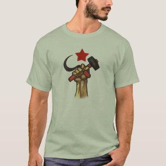 Camisa aumentada do martelo e da foice do punho