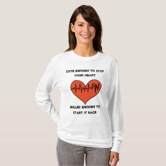 Camisa bonito da enfermeira