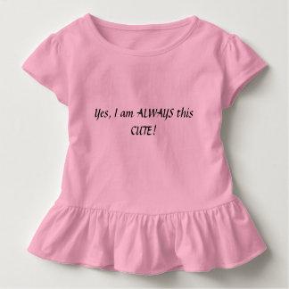 Camisa bonito da menina da criança