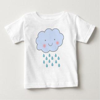 camisa bonito do bebê da nuvem de chuva