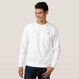 Camisa branca com logotipos pretos 2