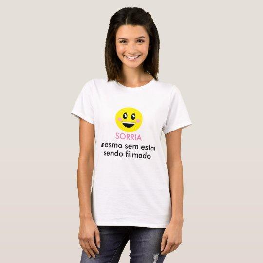 Camisa branca: SORRIA