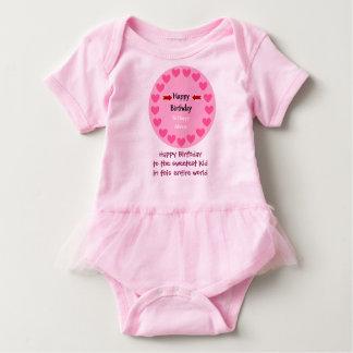 Camisa cor-de-rosa e bonito do aniversário para