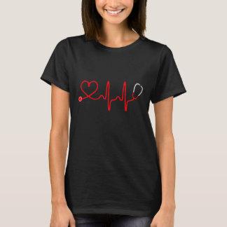 Camisa da enfermeira T do coração do estetoscópio