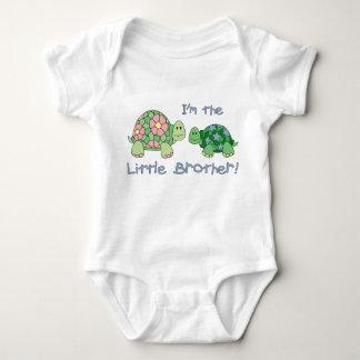 Camisa da tartaruga do irmão mais novo (de uma