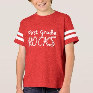 Camisa de primeiro grau dos miúdos das rochas