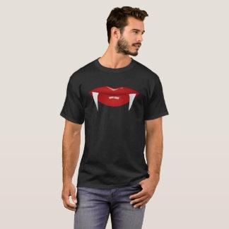 Camisa de T dos lábios do vampiro & dos homens das