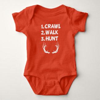Camisa do bebé da caça da caminhada do