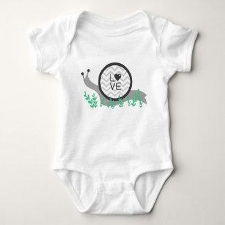 Camisa do bebê do amor do caracol (uma parte)