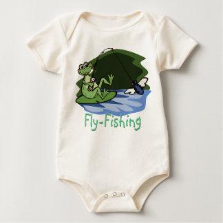 Camisa do bebê do sapo da pesca com mosca