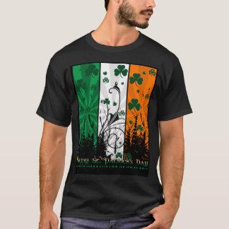 Camisa do Dia de São Patrício T com cores Camiseta