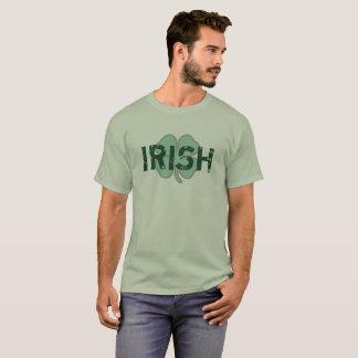 Camisa do dia trevo irlandês da almofada afligida