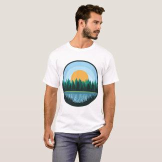 Camisa do homem da paisagem do lago