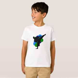 Camisa do miúdo das artes marciais com fundo