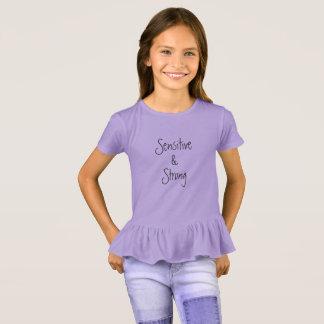 Camisa do plissado das meninas sensíveis & fortes