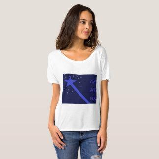 Camisa do t das mulheres bem-desenvolvidas da