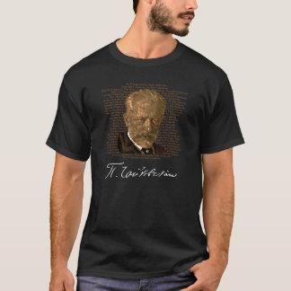 Camisa dourada das soletrações T de Tchaikovsky