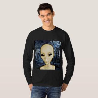 Camisa estrangeira da invasão do UFO do cinza
