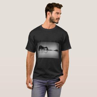 Camisa feita sob encomenda da reflexão T da água