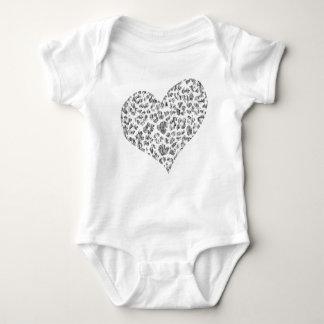 camisa feita sob encomenda do bebê do coração do