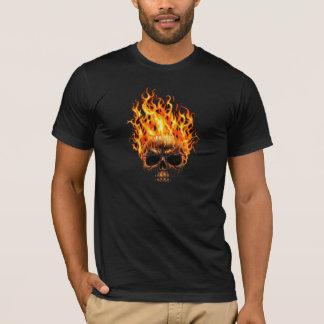 Camisa flamejante do crânio