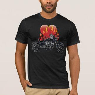 Camisa flamejante do motociclista do amor