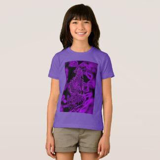 Camisa gráfica do roxo da borboleta