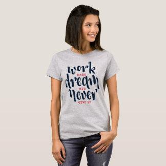 Camisa inspirada e inspirador das citações  