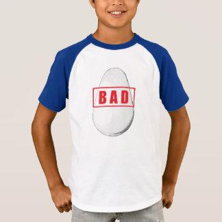 Camisa má dos meninos do ovo