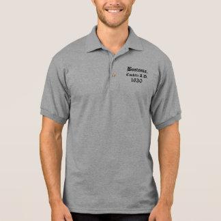 Camisa Polo Bostonia. Condita A.D. 1630