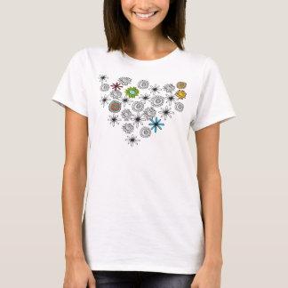 Camisa preta da flor do branco e da cor