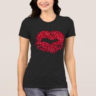 Camisa vermelha dos lábios do brilho