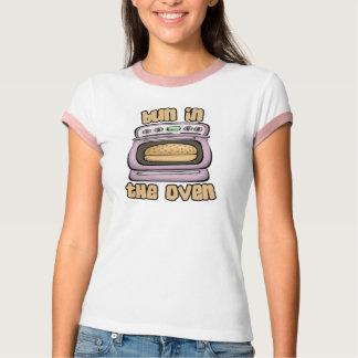 Camisas engraçadas da maternidade T: Bolo no forno