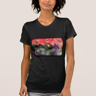 Camiseta 16:8 do salmo nas folhas da queda