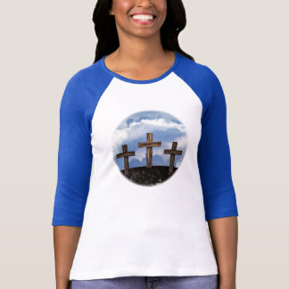 Camiseta 3 cruzes ásperas com céu
