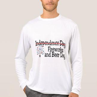 Camiseta 4o do dia dos fogos-de-artifício e da cerveja de