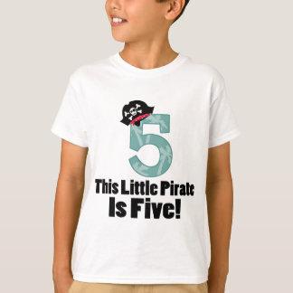 Camiseta 5o pirata bonito do aniversário