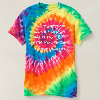 Camiseta 6:8 de Micah da tintura do laço