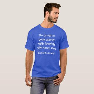 Camiseta 6:8 de Micah dos azuis marinhos