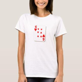 Camiseta 6 do cartão de jogo dos corações