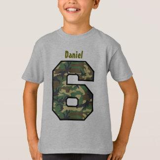 Camiseta 6o Menino Camo do aniversário seis nomes feitos